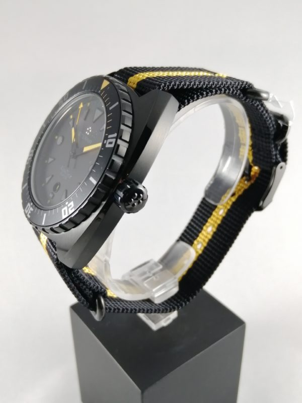 Eterna Super Kontiki Black Limited Edition E1273-43-41-1365, kulmasta